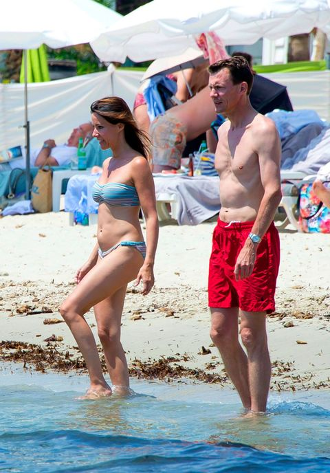 Eyewear, Fun, Human body, People on beach, Brassiere, Summer, People in nature, Shorts, Chest, Interaction,