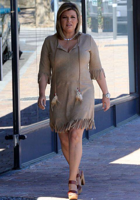 Brown, Sleeve, Shoulder, Human leg, Joint, Dress, Fashion accessory, Style, Street fashion, Sandal,