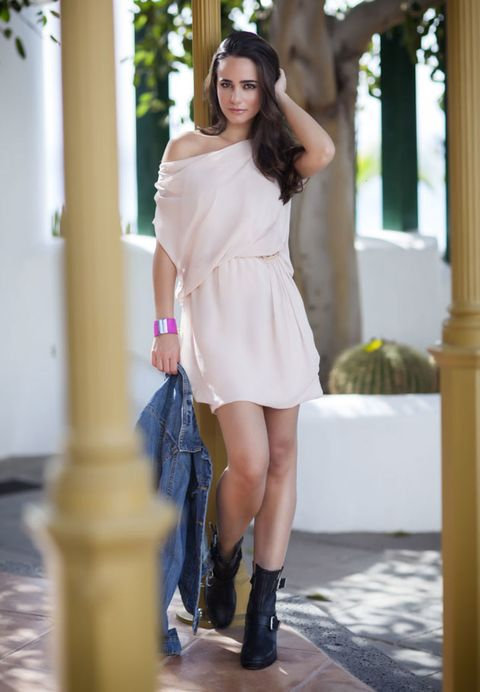 Clothing, Sleeve, Shoulder, Human leg, Textile, Joint, White, Boot, Dress, Style,