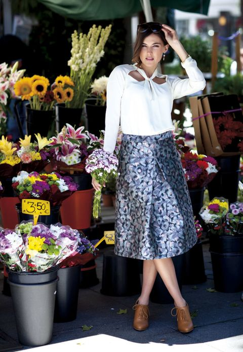 Flowerpot, Flower, Street fashion, Fashion, Floristry, Bag, Interior design, Foot, Flower Arranging, Bouquet,