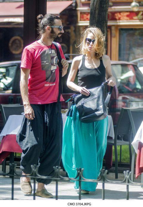 Eyewear, Vision care, Sunglasses, Bag, Fashion accessory, Street fashion, Goggles, Luggage and bags, Teal, Handbag,
