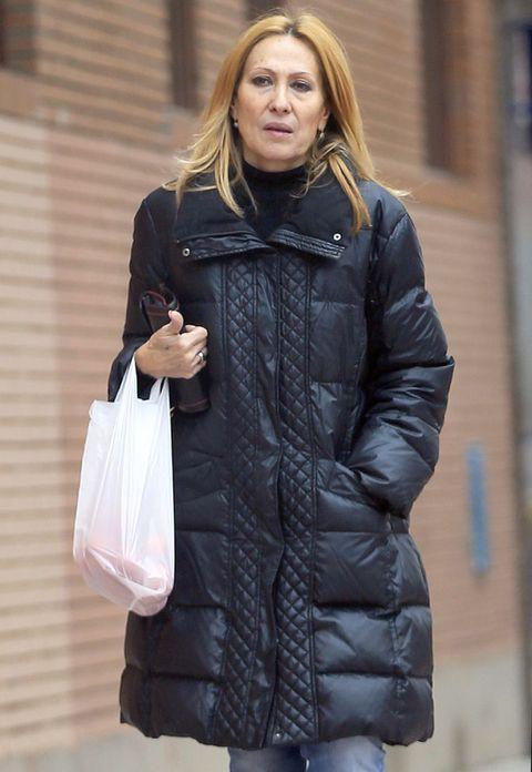 Clothing, Jacket, Sleeve, Textile, Outerwear, Coat, Style, Street fashion, Bag, Fashion,