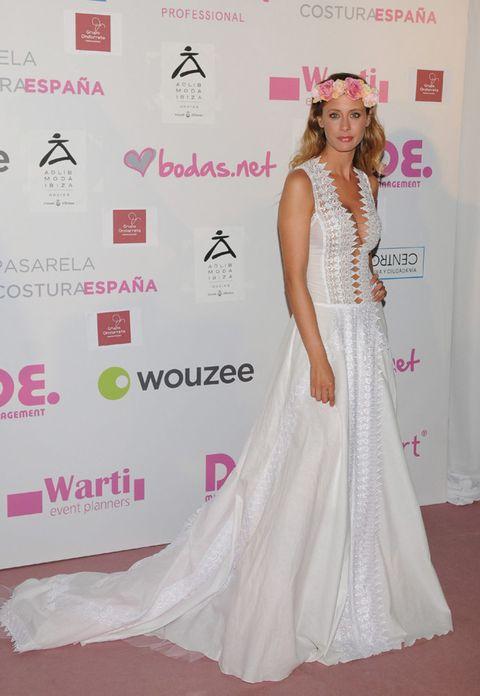 Shoulder, Flooring, Textile, Pink, Dress, Style, Formal wear, Fashion accessory, Eyelash, Beauty,