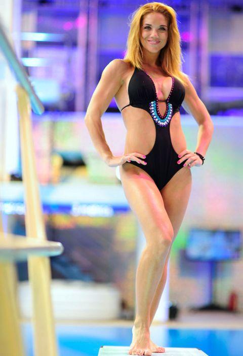 Human leg, Sportswear, Gymnastics, Swimwear, Leotard, Barefoot, Thigh, Competition event, Chest, Trunk,