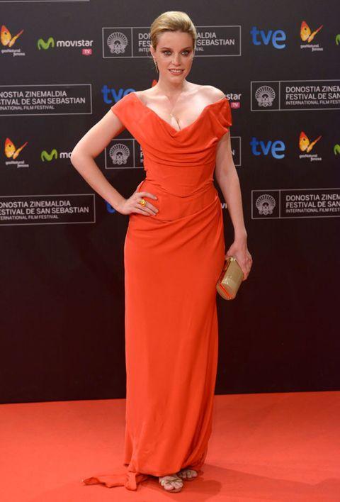 Shoulder, Dress, Flooring, Joint, Red, Style, Formal wear, Orange, One-piece garment, Fashion,