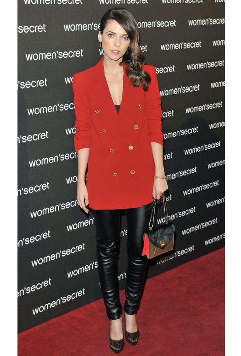 Collar, Sleeve, Red, Style, Fashion accessory, Blazer, Pattern, Fashion, Waist, Street fashion,