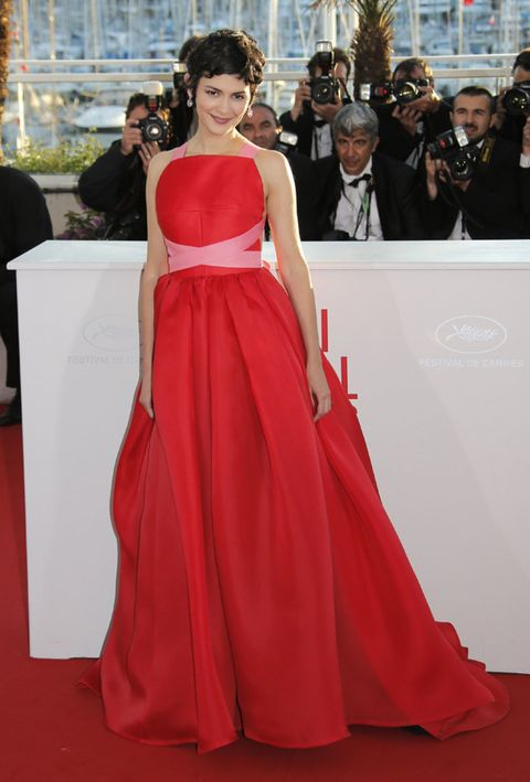 Clothing, Human, Event, Trousers, Dress, Shoulder, Flooring, Coat, Outerwear, Red,