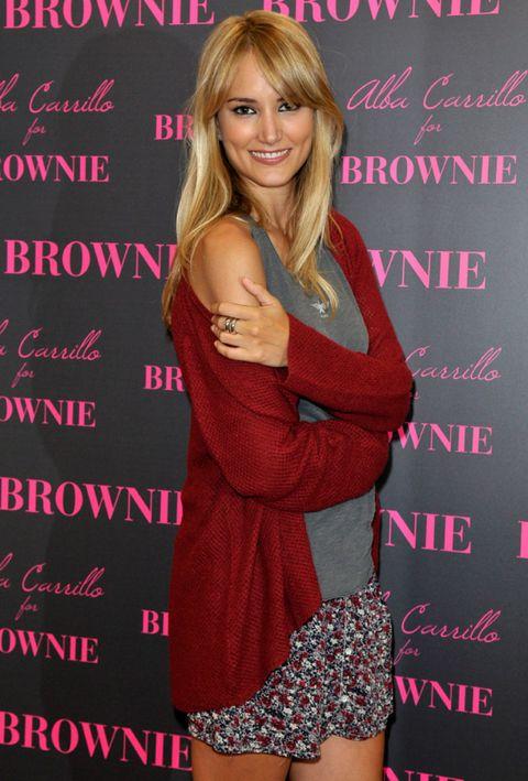Thigh, Blond, Brown hair, Feathered hair, Long hair, Tooth, Hair coloring, Waist, Layered hair, Bangs,