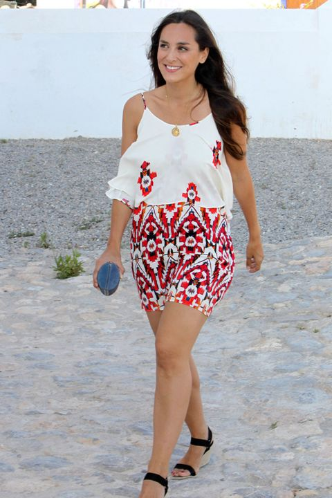 Clothing, Sleeve, Shoulder, Joint, Style, Pattern, Street fashion, Fashion accessory, Waist, Fashion,