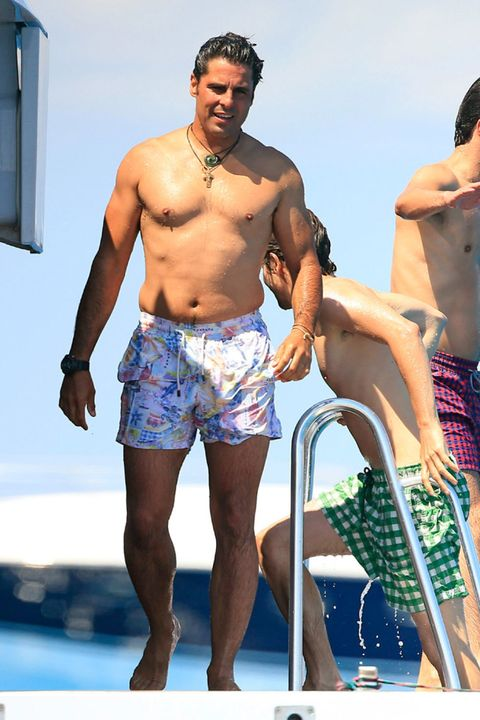 Leg, Human leg, Human body, Barechested, Chest, Trunk, Shorts, board short, Summer, Muscle,