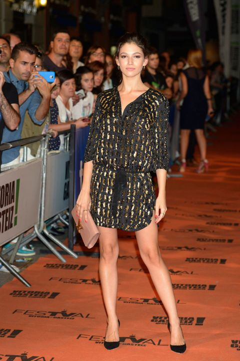 Face, Leg, Human body, Shoulder, Human leg, Dress, Joint, Style, One-piece garment, Fashion model,