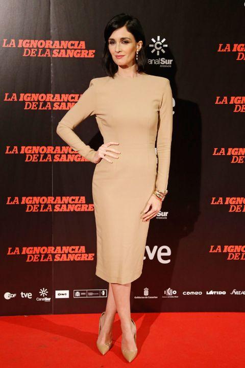 Sleeve, Dress, Shoulder, Flooring, Red, Joint, Waist, Formal wear, Style, Fashion model,