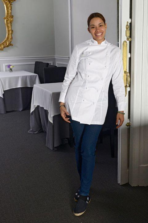 Tablecloth, Sleeve, Collar, Dress shirt, Shoulder, Textile, Joint, White, Floor, Denim,