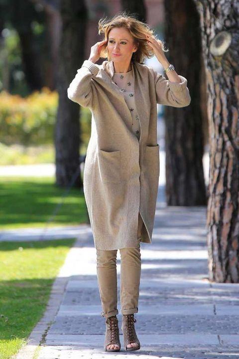 Sleeve, Coat, Outerwear, Mammal, Boot, Street fashion, Fashion model, Knee, Pantsuit, Beige,