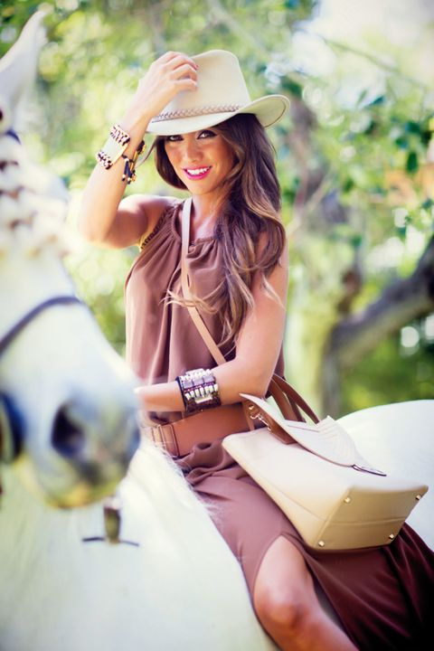 Clothing, Hat, Hand, Fashion accessory, Summer, People in nature, Sun hat, Bag, Headgear, Beauty,