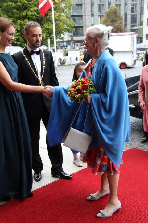 Red, Flooring, Dress, Coat, Suit, Flag, Formal wear, Carpet, Truck, Ceremony,