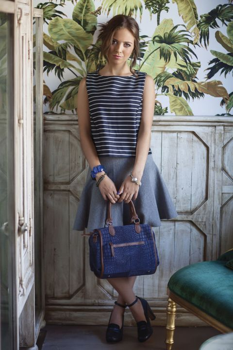 Clothing, Blue, Sleeve, Shoulder, Bag, Textile, Joint, Door, Fashion accessory, Style,