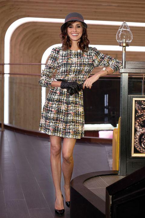 Sleeve, Dress, Shoulder, Joint, Human leg, Standing, Formal wear, One-piece garment, Hat, High heels,