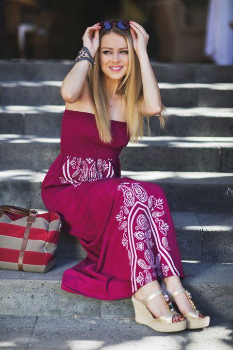 Clothing, Dress, Style, Fashion accessory, Street fashion, Bag, Fashion, Sandal, Maroon, Nail,
