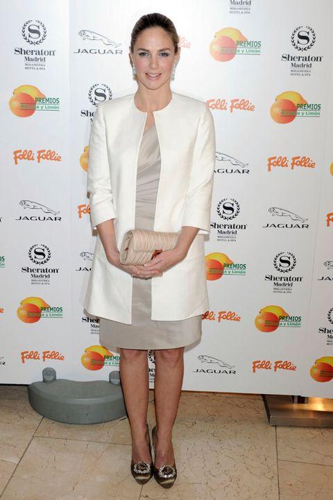Product, Sleeve, Dress, Orange, Collar, Flooring, Style, Logo, Fashion, Day dress,