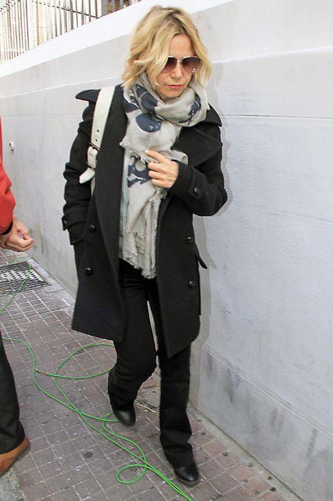 Eyewear, Coat, Trousers, Collar, Sunglasses, Textile, Outerwear, Style, Jacket, Blazer,