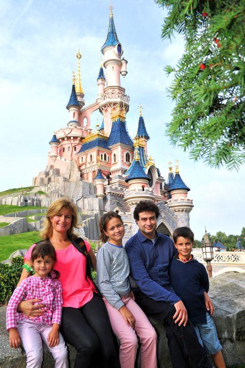 People, Tourism, Social group, Walt disney world, Leisure, Vacation, Travel, Temple, World, Amusement park,