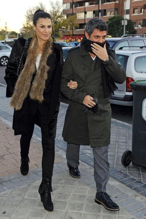 Clothing, Footwear, Trousers, Coat, Outerwear, Style, Winter, Street fashion, Jacket, Boot,