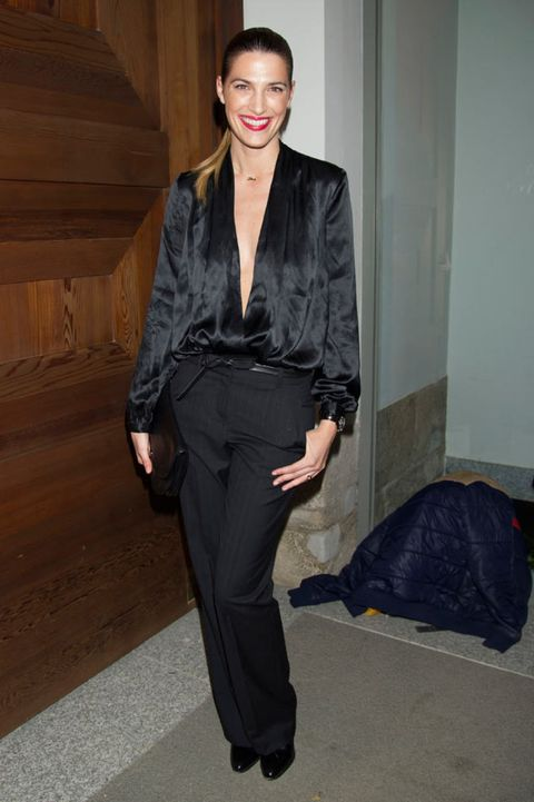 Dress shirt, Collar, Sleeve, Shoulder, Shirt, Joint, Standing, Style, Formal wear, Street fashion,