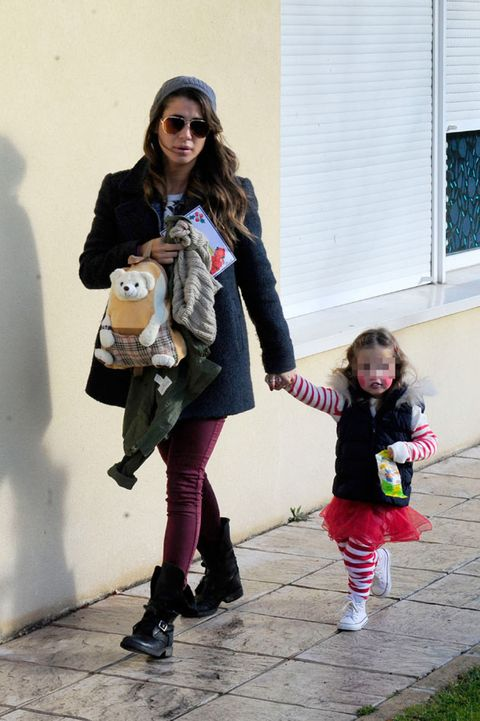 Clothing, Trousers, Textile, Outerwear, Sunglasses, Bag, Jacket, Street fashion, Fashion accessory, Baby & toddler clothing,