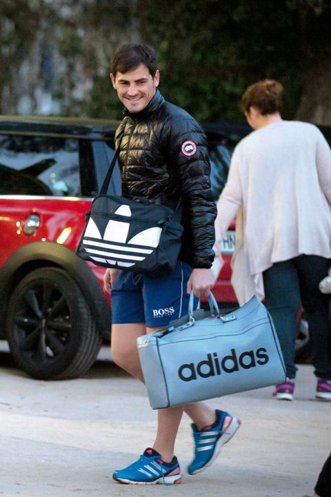 Trousers, Human leg, Shorts, Street fashion, Bag, Knee, Vehicle door, Luggage and bags, Thigh, Athletic shoe,