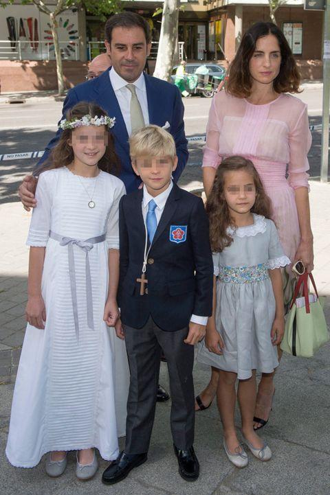 bb8b80404d4 El Litri y Carolina, anfitriones en la Primera Comunión de sus hijos