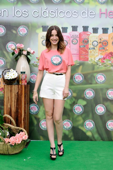 Textile, Human leg, Pink, Style, Fashion accessory, Logo, Fashion, Thigh, Waist, Knee,