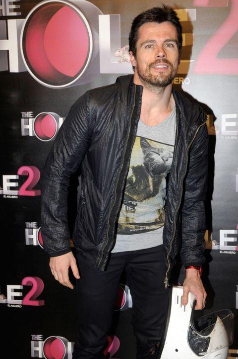 Jacket, Textile, Outerwear, Leather jacket, Leather, Denim, Facial hair, Beard, Belt, Moustache,