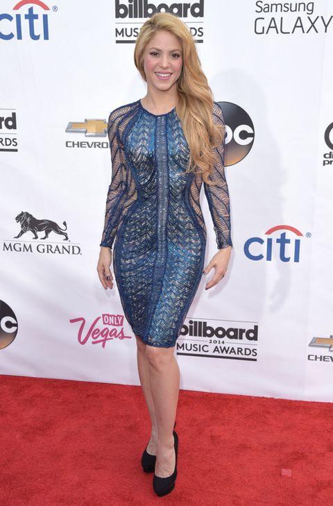 Human, Flooring, Dress, Style, Fashion model, Carpet, Fashion, Logo, Premiere, Electric blue,