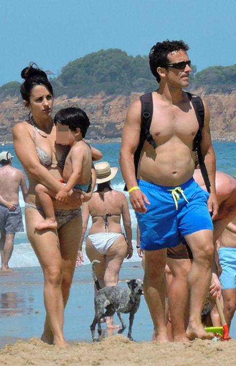 Clothing, Leg, Human, Fun, People, Human body, Goggles, Tourism, Barechested, Mammal,