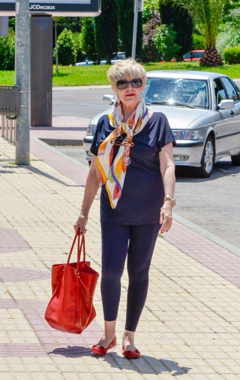 Bag, Fashion accessory, Street fashion, Luggage and bags, Full-size car, Fashion, Sunglasses, Carmine, Shoulder bag, Maroon,