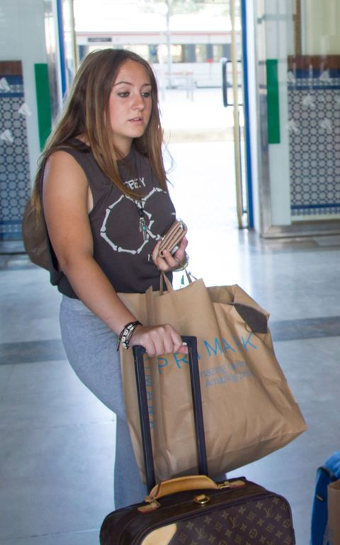Brown, Shoulder, Bag, Joint, Sitting, Style, Luggage and bags, Street fashion, Knee, Fashion accessory,