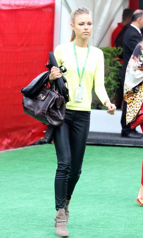 Textile, Outerwear, Bag, Style, Fashion accessory, Street fashion, Fashion, Leather, Jewellery, Shoulder bag,