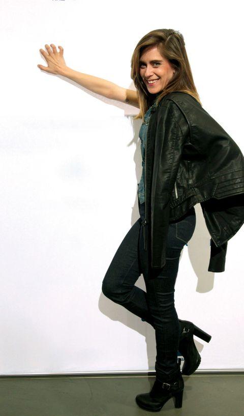 Sleeve, Jacket, Textile, Joint, Standing, Style, Fashion, Knee, Leather, Leather jacket,