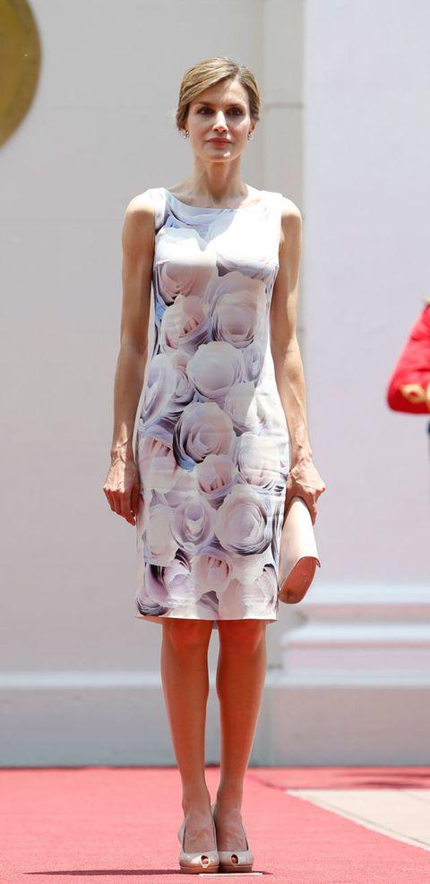 Clothing, Sleeve, Dress, Shoulder, One-piece garment, Day dress, Carmine, Fashion, Cocktail dress, Pattern,
