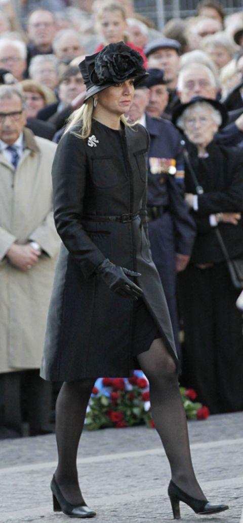Sleeve, Human body, Coat, Outerwear, Style, Street fashion, Hat, Uniform, Headgear, Overcoat,