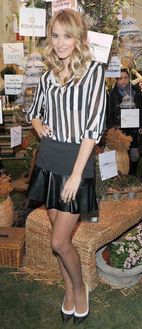 Sleeve, Style, Fashion, Black, Street fashion, Knee, Blond, Bag, Waist, Tights,