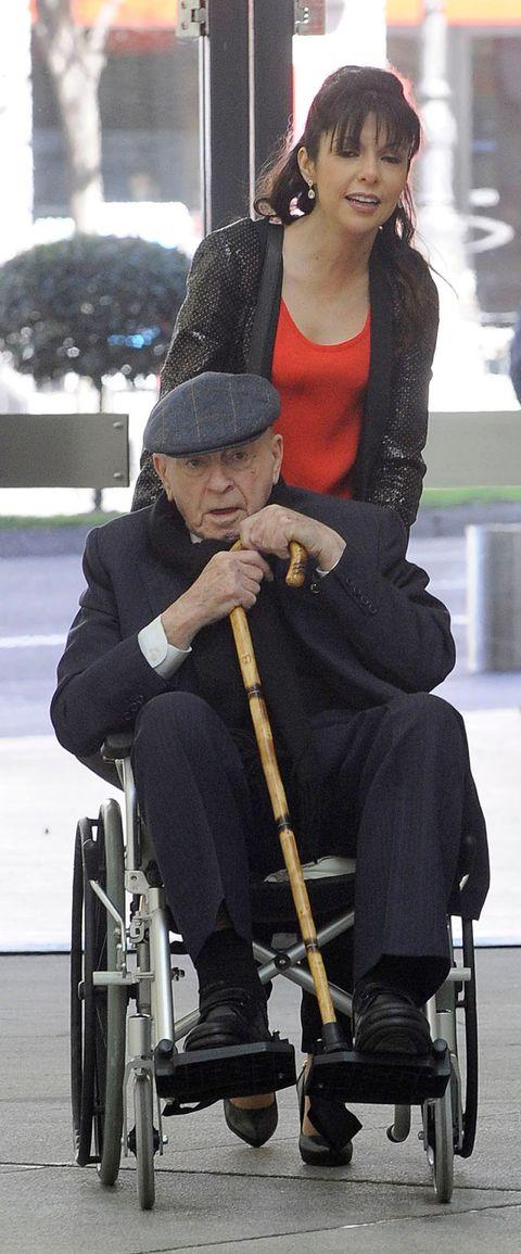 Wheelchair, Sitting, Headgear, Cap, Beanie, Woolen, Bonnet, Knit cap,