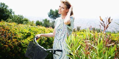 Bicycle basket, Bag, Bicycle accessory, Dress, People in nature, Street fashion, Luggage and bags, Spring, Portrait photography, Day dress,