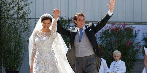 Trousers, Human body, Bridal veil, Dress, Happy, Bridal clothing, Veil, Formal wear, Suit, Coat,