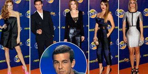 Flooring, Dress, Formal wear, Carpet, Electric blue, Suit, Cobalt blue, Blazer, Fashion, Public event,