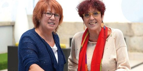 Eyewear, Glasses, Vision care, Smile, Sleeve, Outerwear, Jewellery, Fashion accessory, Necklace, Red hair,