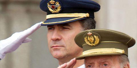 Chin, Cap, Dress shirt, Collar, Uniform, Peaked cap, Formal wear, Headgear, Blazer, Military person,