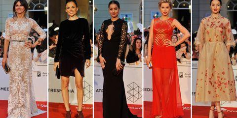 Smile, Flooring, Dress, Carpet, Style, Fashion, Beauty, Public event, Red carpet, One-piece garment,