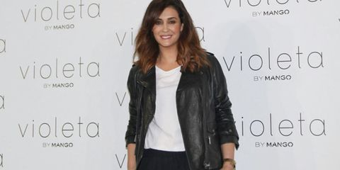 Jacket, Hairstyle, Sleeve, Shoulder, Collar, Outerwear, Denim, Style, Black hair, Fashion,